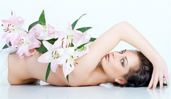 Woman-beauty-woman-flowers_large