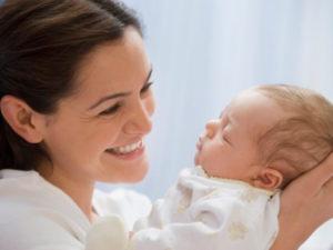 малыш-на-руках-мамы-1024x768