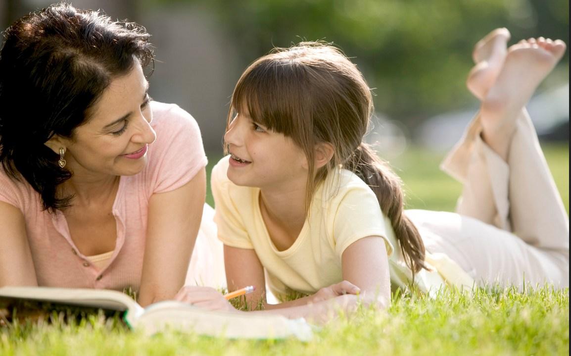 Anak dan Ibu Belajar