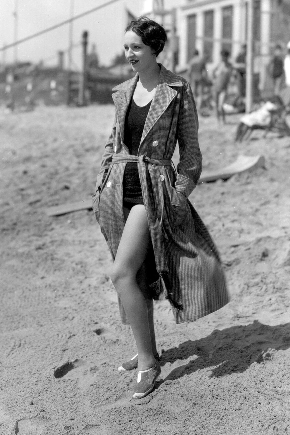 circa 1929:  Cecil B DeMille player Julia Faye, one of the best swimmers in the film world, on the beach at Santa Monica.  (Photo by Margaret Chute/Getty Images)