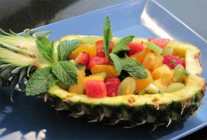 fruit_salad_in_pineapple