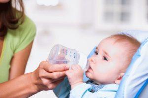 nujno-li-davat-vodu-novorojdennomu