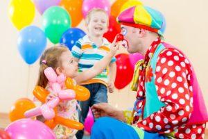 Клоуны-на-детский-праздник2-1040x693